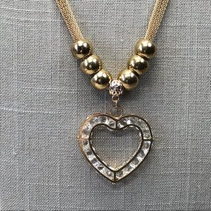 Jewelry - Chunky gold tone mesh crystal heart necklace